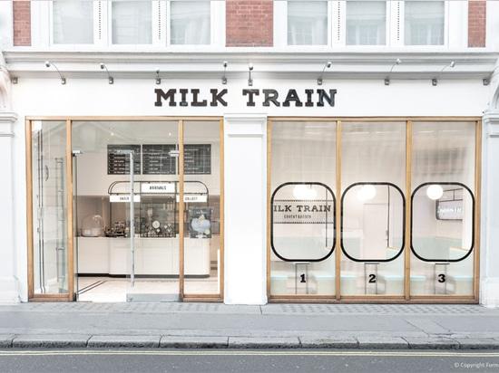 Le café de crème glacée de train de lait a été inspiré par les trains britanniques et leurs stations