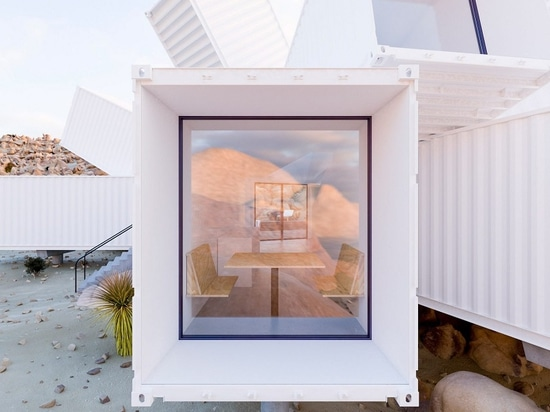 James Whitaker's Shipping Container Accueil