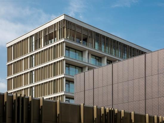 Une harmonie totale avec le contexte : Centre de congrès et hôtel de villégiature Congo Kintele