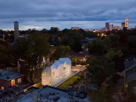 Six toits à deux versants coiffent cette maison Atlanta Brillamment Bizarre