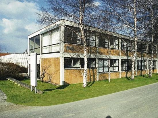 Le siège administratif de Wilkhahn d'après les plans de Herbert Hirche, élève du Bauhaus, à Eimbeckhausen (1960).