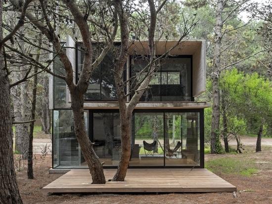Une maison de vacances en béton simplifie la vie en Argentine côtière