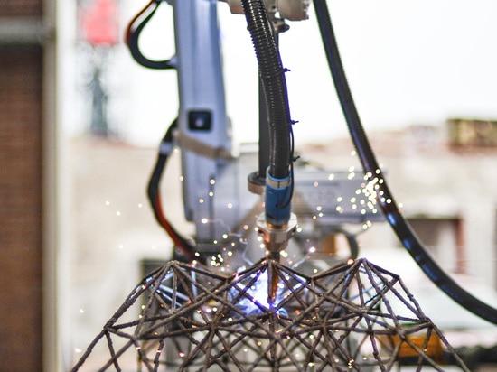 3D a imprimé le pont en acier par Hejimans et MX3D