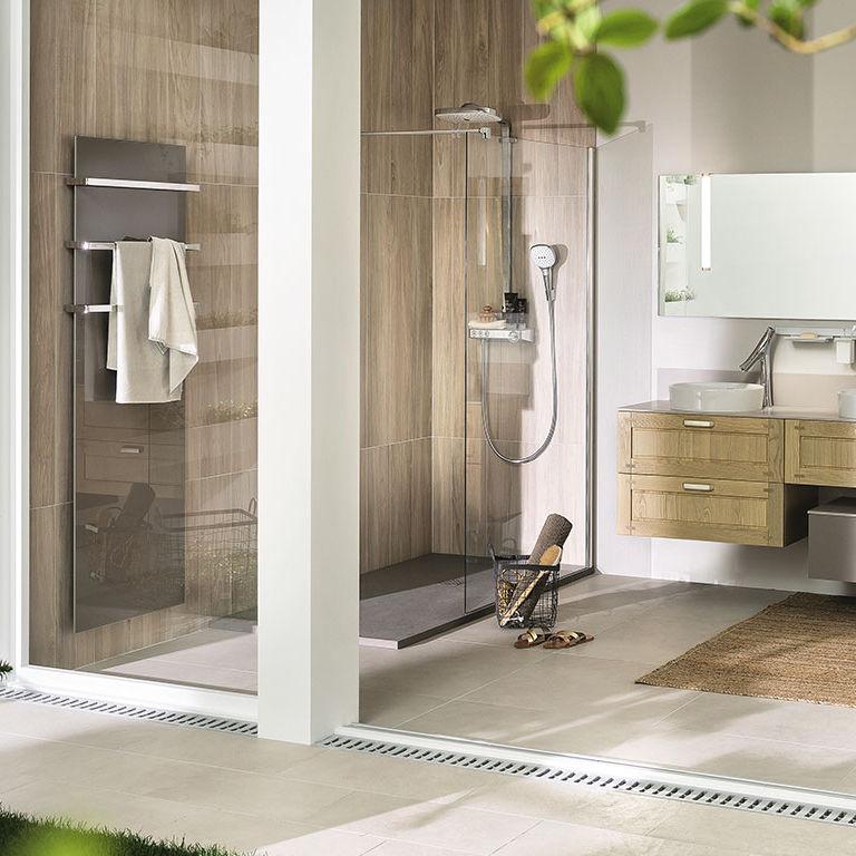 Salle de bain contemporaine / en chêne blanchi / en Corian ...