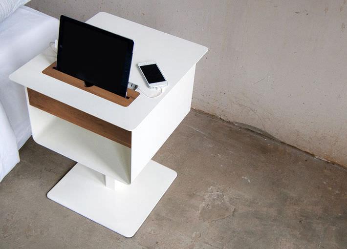 Table de chevet contemporaine / en bois / carrée / avec ...