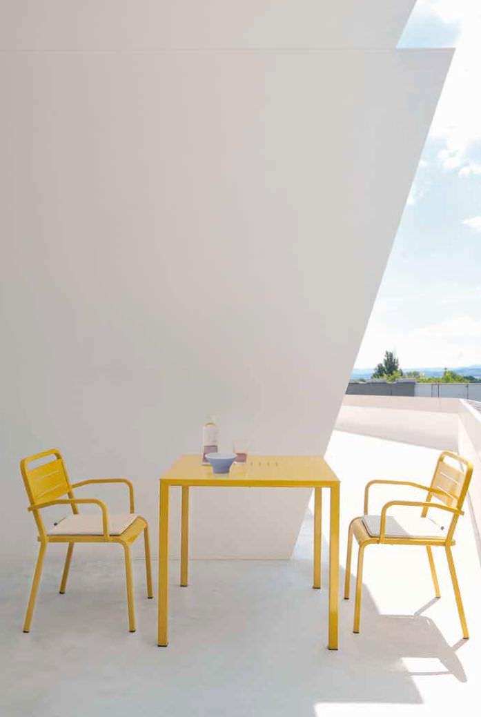 table contemporaine / en aluminium / carrée / de jardin
