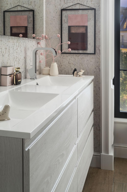 Salle de bain contemporaine / en céramique / stratifiée / sur mesure ...
