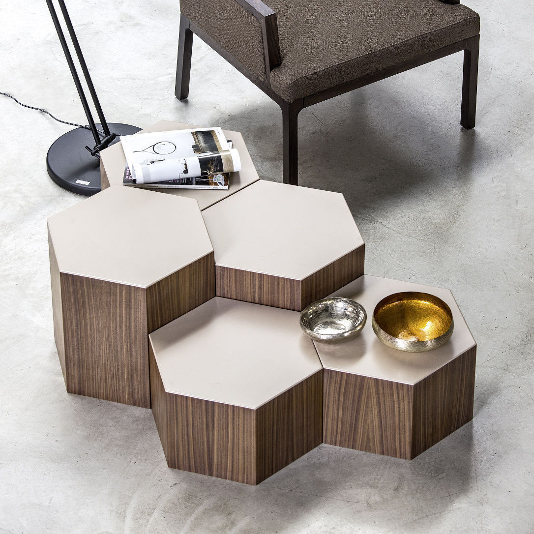 Table Basse Contemporaine En Chêne En Noyer Hexagonale