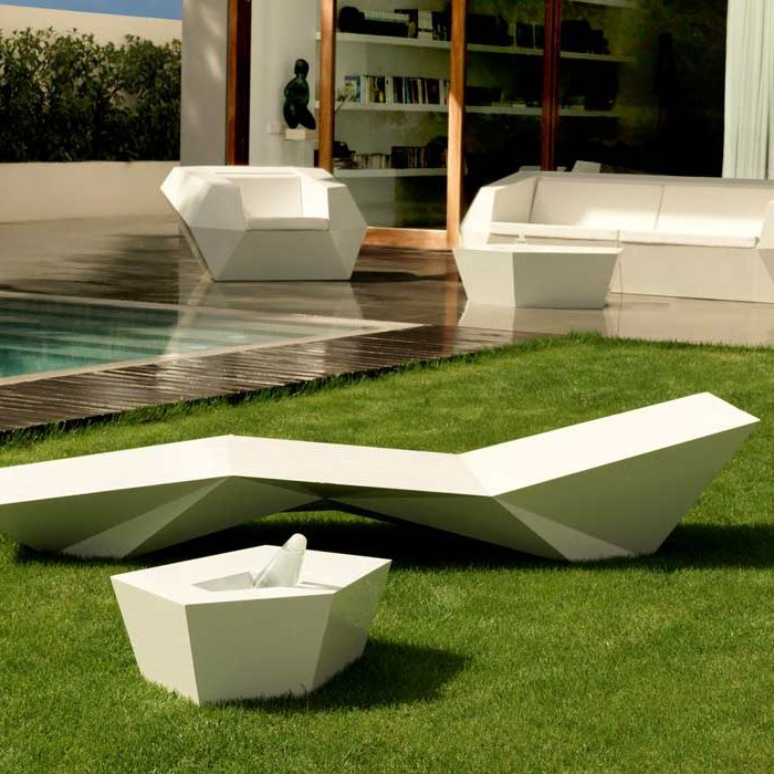 Table basse design original / en polyéthylène / de jardin / 100% recyclable  FAZ by Ramon Esteve VONDOM