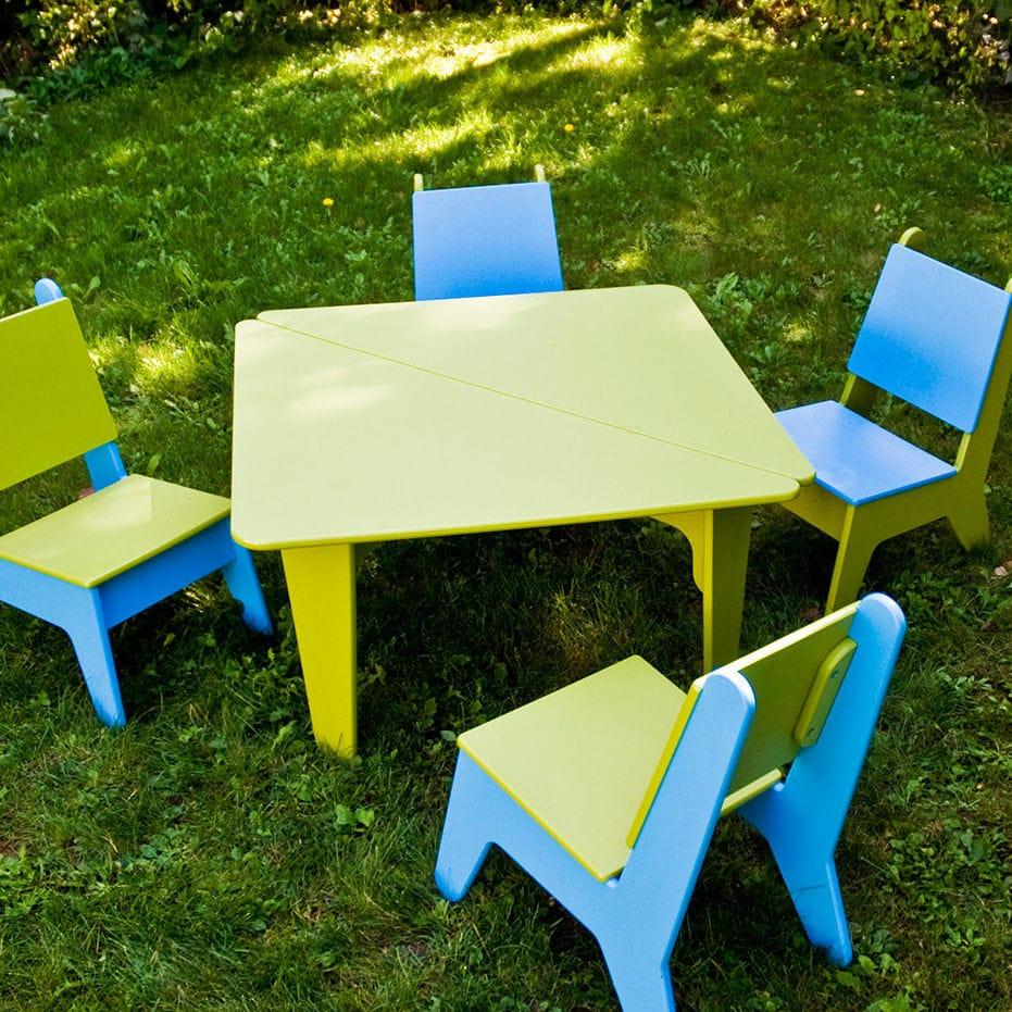 table contemporaine / en polyéthylène haute densité PEHD / carrée / de  jardin
