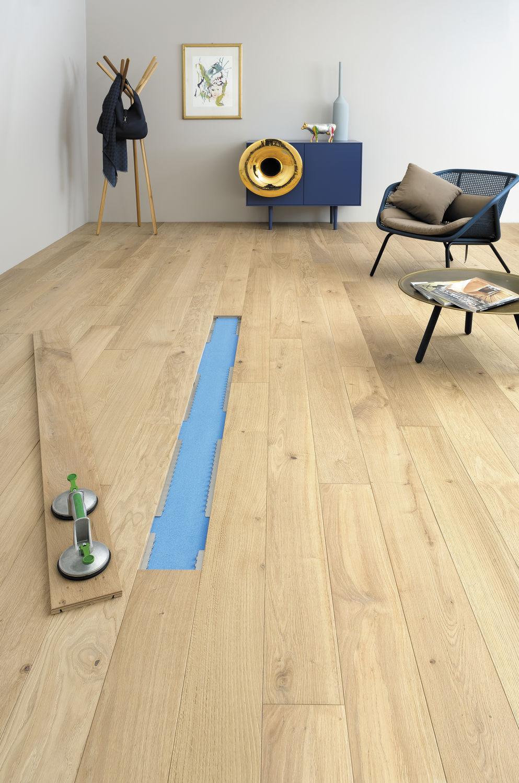 Interieur D Un Bar plancher technique en bois / à haute résistance / d