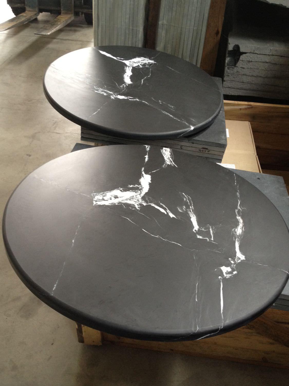Table basse contemporaine / en ardoise / ronde / blanche ...