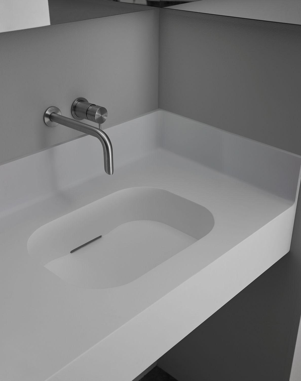 Plan Vasque Sur Mesure plan vasque en corian® / en résine / sur mesure / avec porte