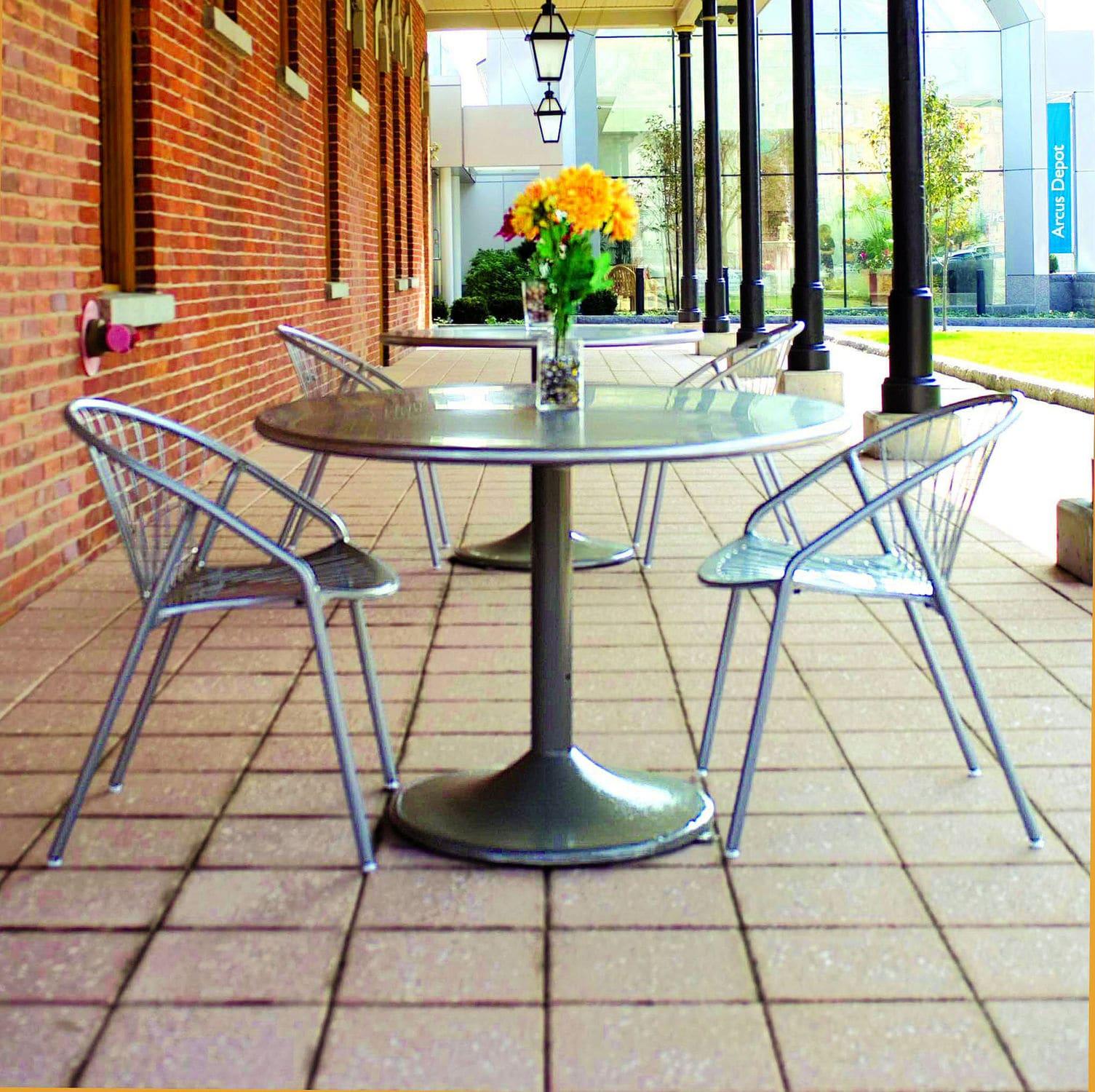 Table bistrot contemporaine / en métal / en acrylique / en résine by Robert  Chipman landscapeforms