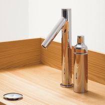 Mitigeur de baignoire / en métal chromé / 2 trous / par Studio Nendo