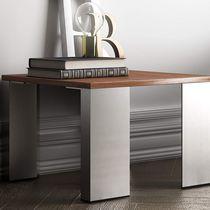Table basse contemporaine / en bois / avec piètement en métal / carrée