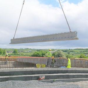 poutre en béton précontraint / rectangulaire / pour construction de pont