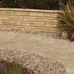 bordure de jardin / en béton / en pierre reconstituée / en hauteur
