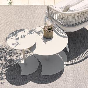 table d'appoint contemporaine / en aluminium laqué / avec piètement en aluminium laqué / ronde