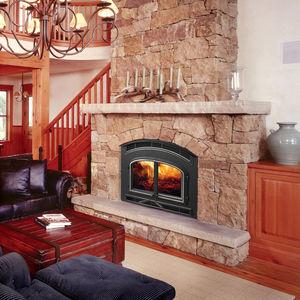 cheminée à bois / traditionnelle / à foyer fermé / à encastrer