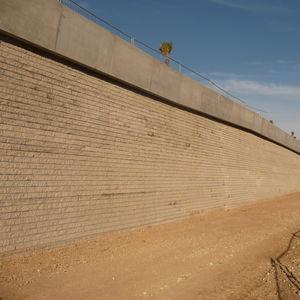 bloc de béton plein / pour mur de soutènement / pour clôture / pour cloison