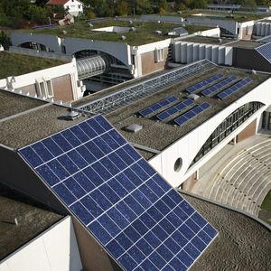 mur-rideau en panneaux photovoltaïques