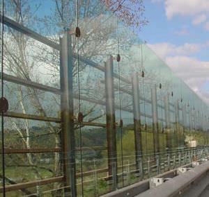 mur anti-bruit en verre