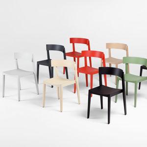 chaise contemporaine / empilable / en bois massif / en contreplaqué moulé