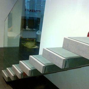 escalier droit / marche en pierre / sans contremarche / contemporain