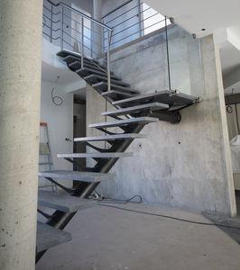 escalier quart tournant / structure en acier / marche en pierre / sans contremarche