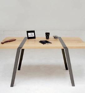 table contemporaine / en métal / avec piètement en métal / rectangulaire