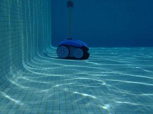robot de piscine hydro-électrique