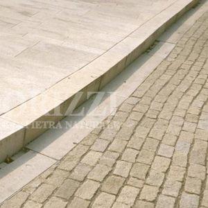 bordure de trottoir / de caniveau / en granite / linéaire