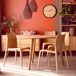 table à manger contemporaine / en chêne / en noyer / en bois massif