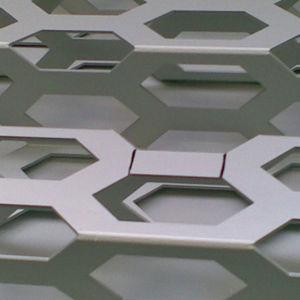 tôle métallique perforée / en aluminium / pour bardage / spéciale