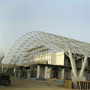 charpente métallique pour structure tendue à arches