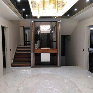 escalier demi-tournant / structure en bois / marche en bois / avec contremarche