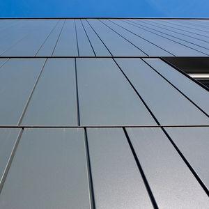 bardage en panneaux / en aluminium / en acier / en cuivre