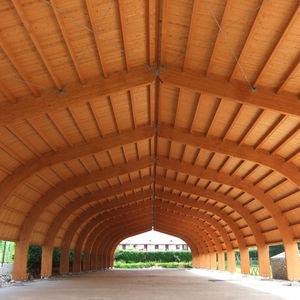 charpente de toiture en bois / préfabriquée