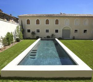piscine semi-enterrée