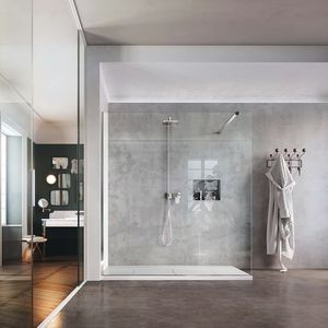douche à l'italienne / en verre / en niche / avec porte battante