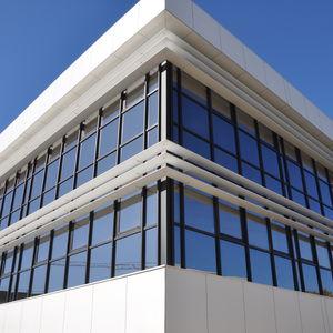 brise-soleil en aluminium / pour façade / horizontal / orientable