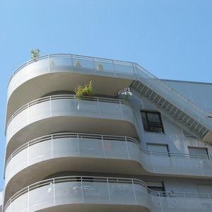 garde-corps en aluminium / en tôle perforée / d'extérieur / pour balcon