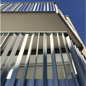 garde-corps en aluminium / à barreaudage / d'extérieur / pour balcon