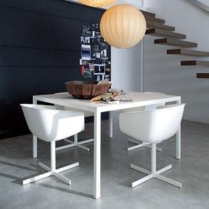 table à manger contemporaine / bois / avec piètement en aluminium peint / rectangulaire