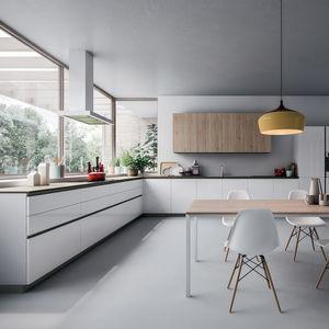 cuisine contemporaine / en plaqué bois / en MDF / en aluminium