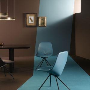 chaise contemporaine / tapissée / en cuir / en fer