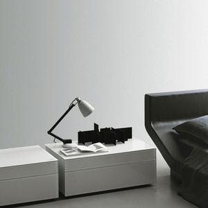 table de chevet contemporaine / en bois laqué / rectangulaire / pour hôtel