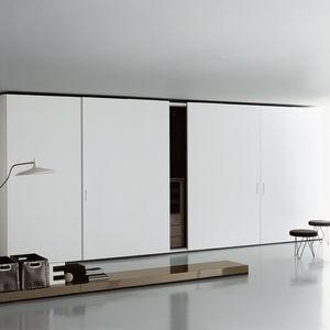 armoire contemporaine / en bois laqué / en verre / à porte coulissante