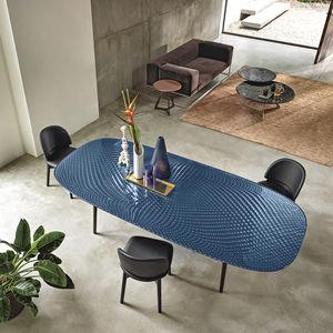 table contemporaine / en verre trempé / avec piètement en métal peint